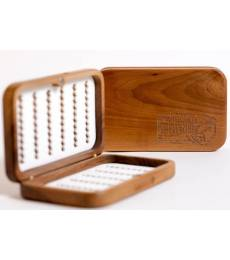 WOODEN BOX Model M-180 Size: 145 x 90 x 30 mm Capacity: 180 flies